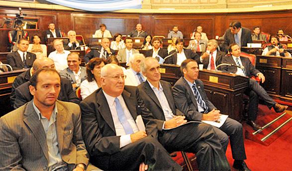 Acto de creación del Centro Universitario de Ranchos, en el Senado Provincial.