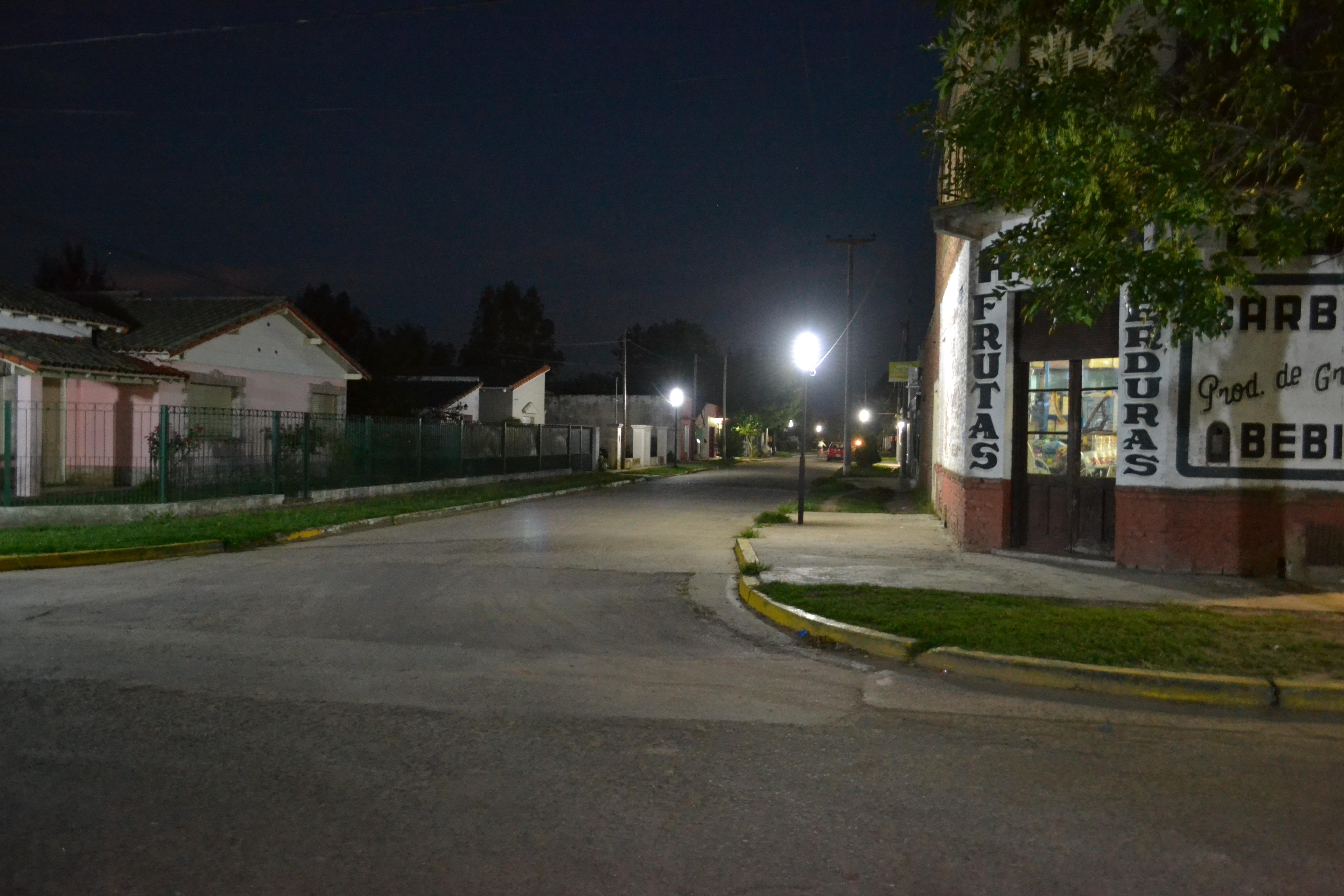 En Ranchos continúa la reconversión lumínica y en Villanueva se completó