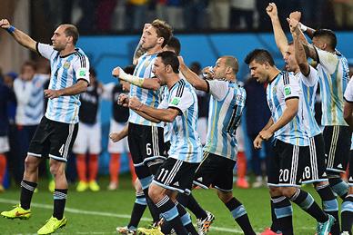 Millones de argentinos en las calles festejaron el pase a la final de la selección en Brasil