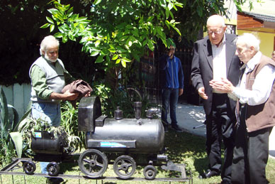 En el día del cumpleaños de su creador se inauguró la remodelación del frente del Museo Ferroviario
