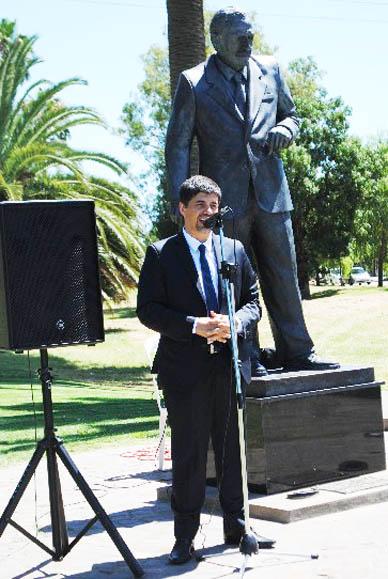 En Chascomús: Pertusi y el Embajador de Chile participaron del acto en el Monumento a Raúl Alfonsín