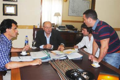 Chascomús: EL INTENDENTE MUNICIPAL RECIBIO EN  SU DESPACHO A EMPRESARIOS LOCALES
