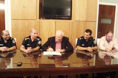 Con desacostumbrados conceptos en un cambio de titulares policiales, Arrubia pasó a la departamental y Quaini asumió en la Comunal local