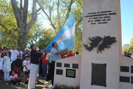 CHASCOMUS: SE REALIZO EL ACTO EN EL DIA DEL VETERANO Y DE LOS CAIDOS EN LA GUERRA DE MALVINA