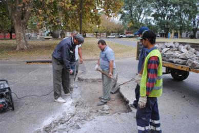 Chascomús: Se siguen realizando labores de bacheo en sectores de la ciudad