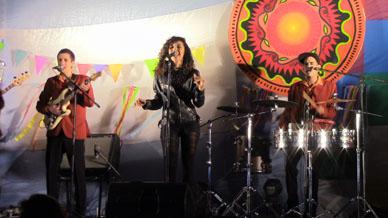 FESTIVAL DE MUSICA LATINOAMERICA Y DE ROCK EN LA PLAZA DE MAYO