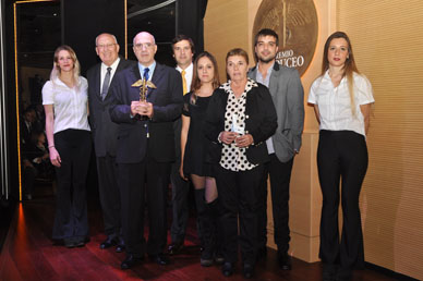 """El premio CADUCEO recibido por TIEMPO de Ranchos: R. Martinez: """" Un 12 de octubre le pedí a la Virgen del Pilar tiempo y nos dió 28 años y ahora este premio """""""