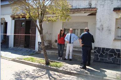 Encuentran muerta tras feroz golpiza a una joven madre: La policía detuvo a su pareja en la puerta de la casa. Tenían tres hijos de corta edad