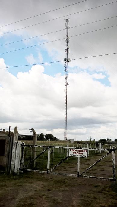 Se afirma que no puede acceder al campo donde una antena sufrió roturas: Una insólita situación tiene  incomunicados a usuarios de Claro