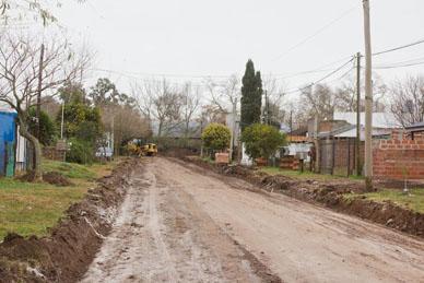Municipalidad de General Paz: SE TRABAJA EN LA PAVIMENTACIÓN DE LAS CALLES 40 Y 59 BIS.