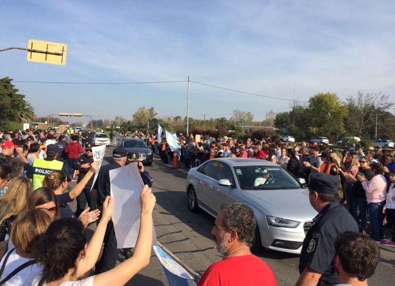 Chascomús: Vecinos cortaron la ruta contra el cierre de empresas