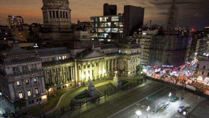 Diputados aprobó la legalización del aborto tras 23 horas de debate