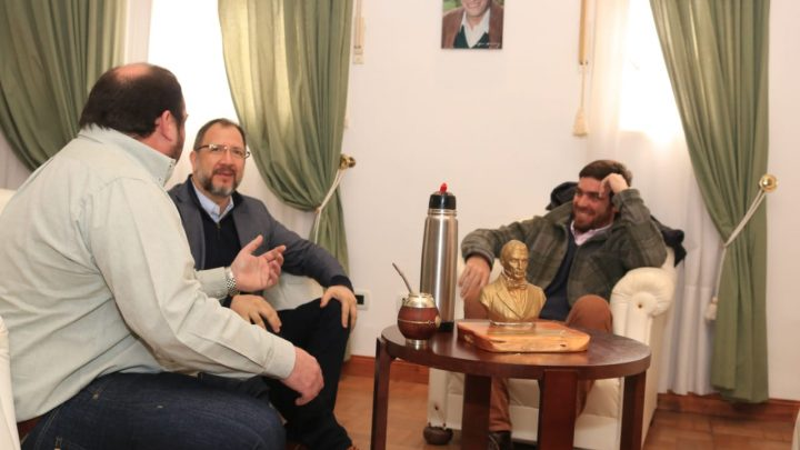 El Intendente Alvarez, recibió en Audiencia Privada al Secretario General de la Gobernación, Fabián Peredchonik.