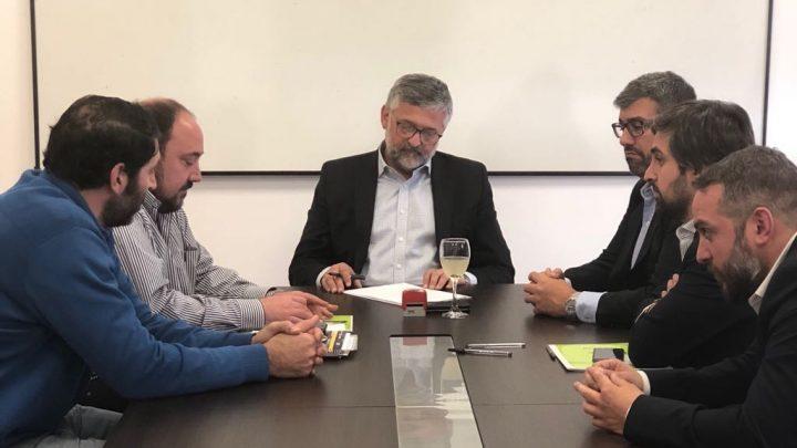 EL INTENDENTE FIRMO CONVENIO CON EL MINISTRO DE TRABAJO POR EL CENTRO DE FORMACION PROFESIONAL.