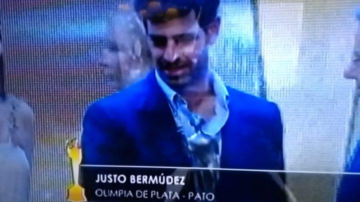 EL GOBIERNO MUNICIPAL FELICITA A JUSTO BERMUDEZ, OLIMPIA DE PLATA EN PATO.