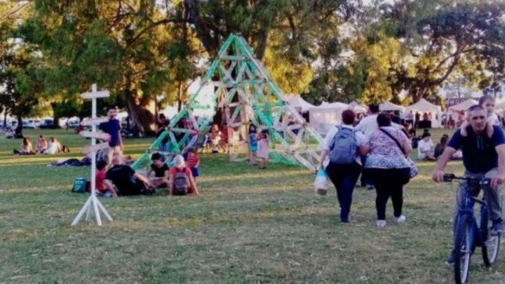CHASCOMUS: Arquitecto presentó escultura que busca fomentar la reutilización de productos o desechos