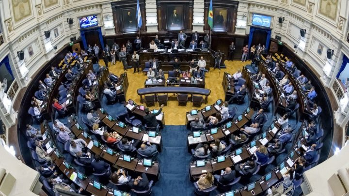 Por ley, los Concejos Deliberantes de la Provincia tendrán que trabajar un mes más