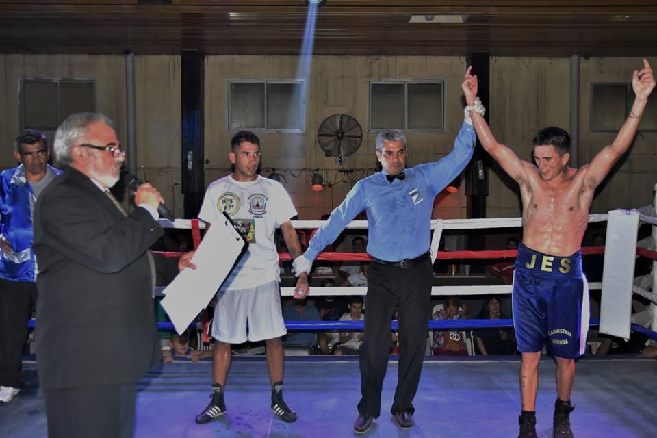 Triunfo de Salmantón en su debut como profesional