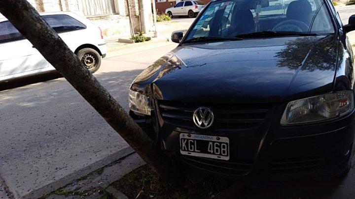 Choque de 2 Vehiculos en H. Irigoyen Esq San Martin