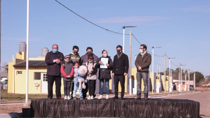 EL GOBERNADOR KICILLOF VISITÓ RANCHOS PARA EL ACTO DE ENTREGA DE VIVIENDAS